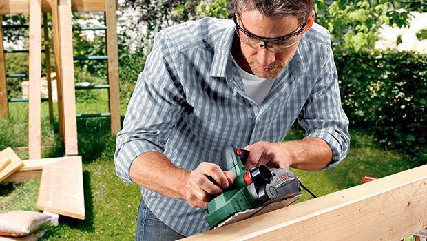 Lavorare il legno con pialle elettriche e manuali