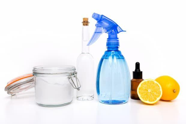 Agua, bicarbonato de sodio y otros remedios naturales para los desagües obstruidos