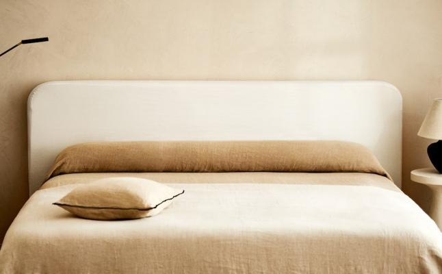 Testiera letto in legno e tessuto naturale - Foto: Zara Home