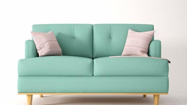 Come effettuare una corretta pulizia del divano in tessuto o in pelle