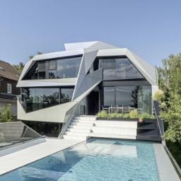 Edificio rivestito con pannelli sandwich in alluminio alucobond