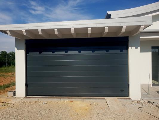 Portone sezionale per garage di Officine Locati