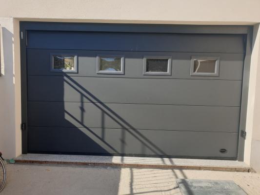 Porta garage sezionale di Officine Locati