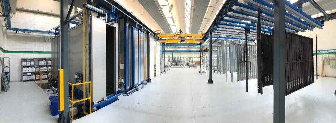 Produzione portoni sezionali per garage Officine Locati