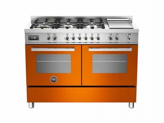 Cucina freestanding di colore arancione, modello Bertazzoni