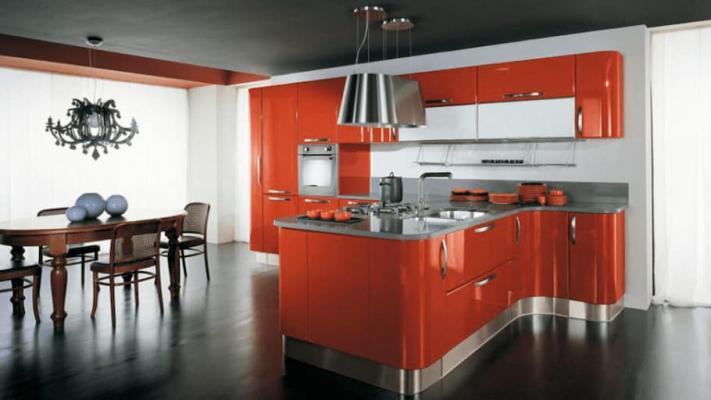 Cucina in colore arancione, soluzione Creo e Lube