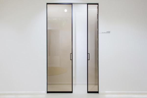 Showroom Eclisse, Syntesis vetro