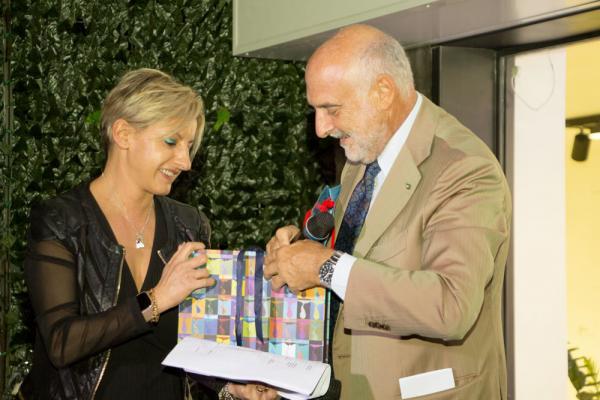 De Faveri, direttrice dello showroom, insieme con Marinella