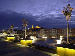 Centro Culturale e Congressuale La Llotja: vista notturna dalla copertura ( image source: www.mecanoo.nl )