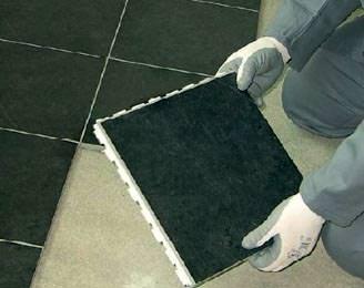 Pavimenti smontabili : l'assemblaggio con i moduli della Ceramica di Imola