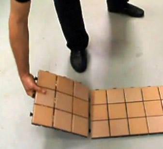 Pavimenti smontabili:la facilità di assemblaggio anche con piccoli formati
