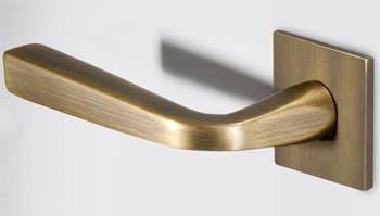 Maniglie innovative : un modello di maniglia della linea Filo