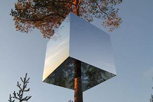 Mirrorcube  ( imagesource: www.treehotel.se/en)