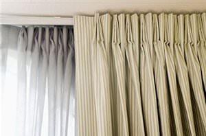... scegliere anche il sistema di fissaggio , a parete o a soffitto