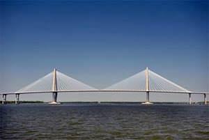 Opere di Ingegneria direttamente a mare: ponte strallato