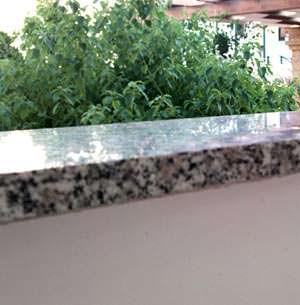 Rifiniture delle lastre in pietra: la pericolosità degli spigoli vivi