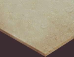 Rifiniture delle lastre in pietra: una lastra di marmo lucidata
