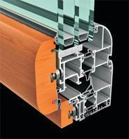 Fresia alluminio: infisso interno legno e esterno alluminio