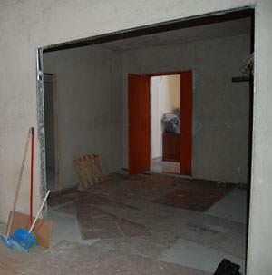 Il recupero delle porte a scomparsa: un controtelaio per due ante scorrevoli