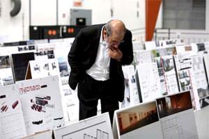 Il maestro Alvaro Siza nel corso delle procedure di valutazione ( picture taken from the Jury Report pdf. file )