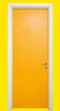 Porte interne a prova d'acqua: una porta in PVC della Ditta Portapiù