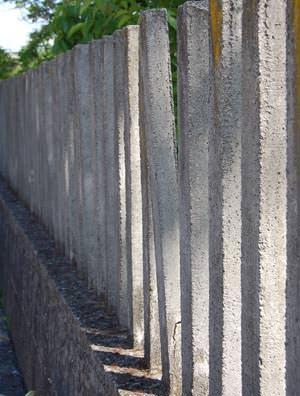 Il recupero di vecchie recinzioni : la recinzione sconnessa da consolidare