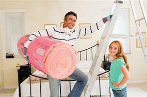 Papà che ristruttura casa