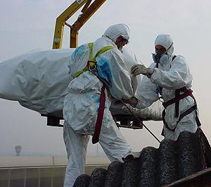 Costi smaltimento dei manufatti in amianto: una operazione di smaltimento a norma di legge