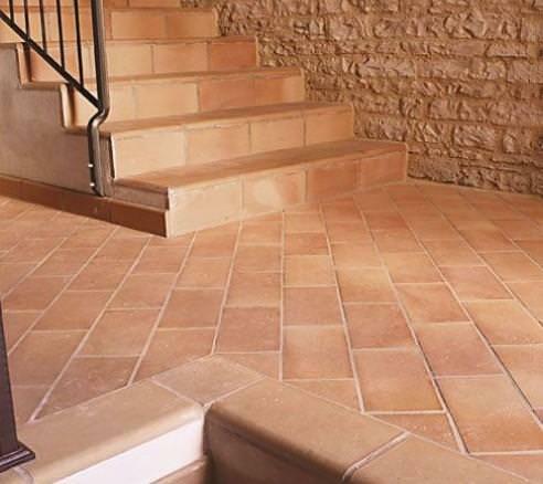 pavimento idee Rustico : Il cotto tradizionale pu? avere una superficie ruvida, satinata ...