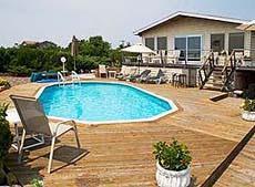 Rivestimento per piscine: rivestimento in legno.