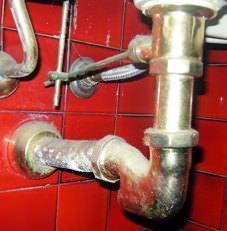 Consigli pratici per tubature intasate: Sifone