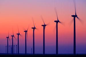 Fila di turbine eoliche