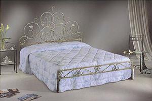 Arte del ferro battuto: letto matrimoniale realizzato a mano