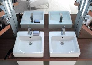 Mirrorwall: lavabo smaltato posteriormente