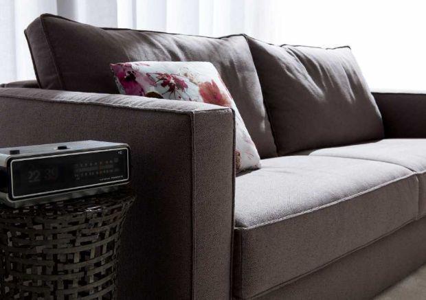 Bracciolo divano letto matrimoniale modello gulliver tappezzeria sartoriale by BertO