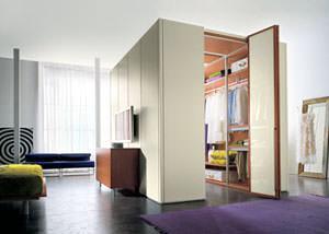 Allestire una cabina armadio - Cabina armadio dietro al letto ...