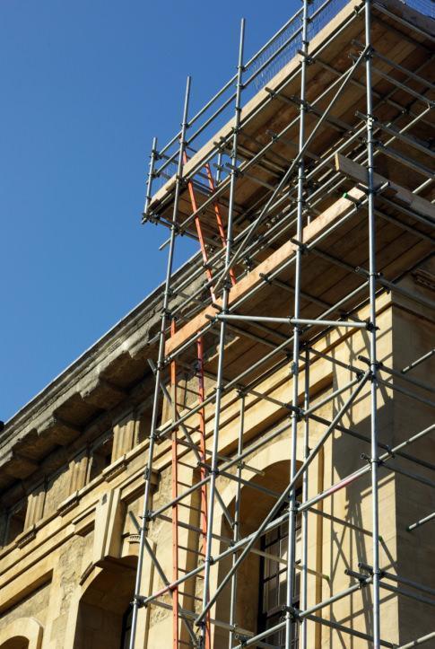 intervento di restauro su facciata edificio