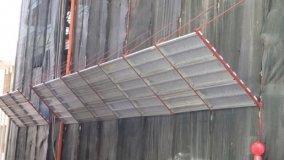 Ponteggi esterni: mantovane parasassi e rete di protezione