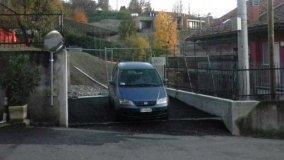 Realizzare un accesso carraio da una strada comunale in pendenza
