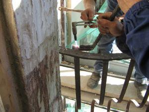 riscaldamento del pezzo deformato in ferro battuto