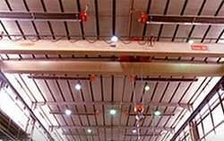Strisce radianti in un capannone