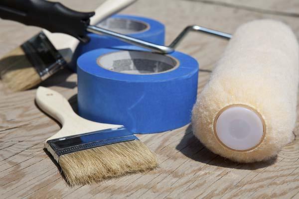 attrezzi per tinteggiare la casa