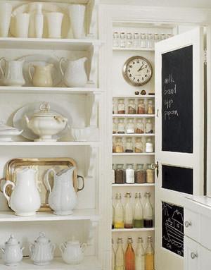 lavagna in cucina porta dispensa