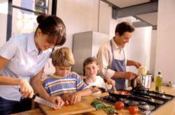 Famiglia in cucina