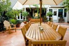 Tavolo da giardino con sedie in legno