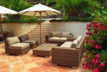 Salotto da giardino con ombrellone