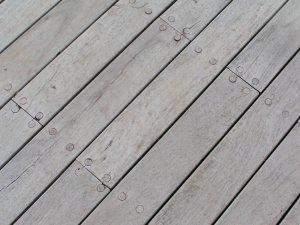 Pavimento per esterni in doghe in legno