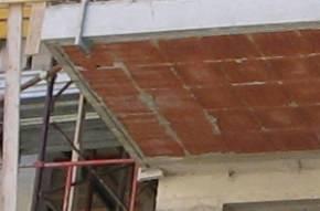 profilo in PVC (gocciolatoio) incassato nella struttura del ballatoio