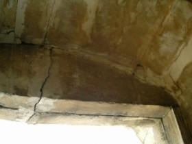 elemento architrave danneggiato