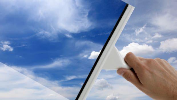 Come pulire i vetri: consigli utili